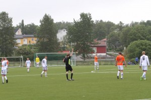 Atle Øksnes pådrar seg sitt andre gule (foto: banett.no)