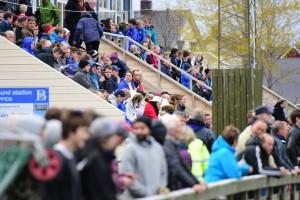 Mange folk på tribunen! Foto: Simon Aldra, BAnett.no